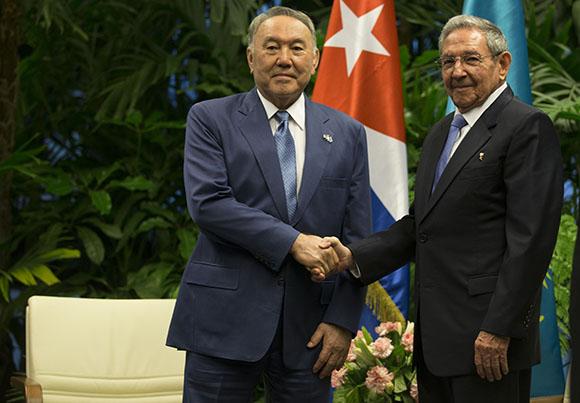 Raúl recibe al Presidente de Kazajstán/ Foto Ismael Francisco