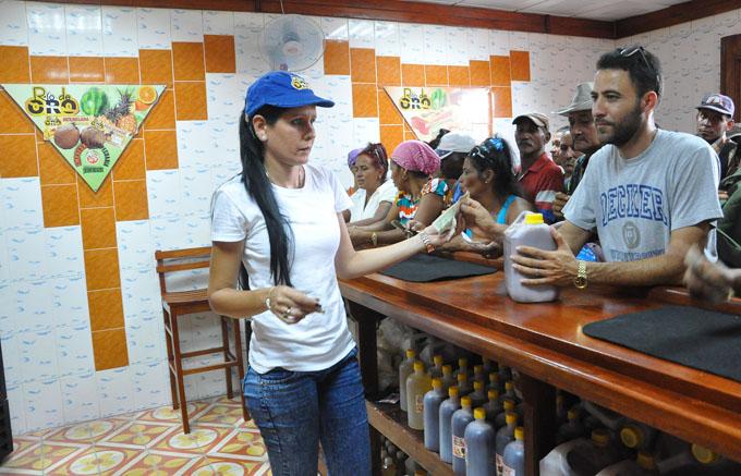 Impactan aperturas de obras económicas y sociales en Granma