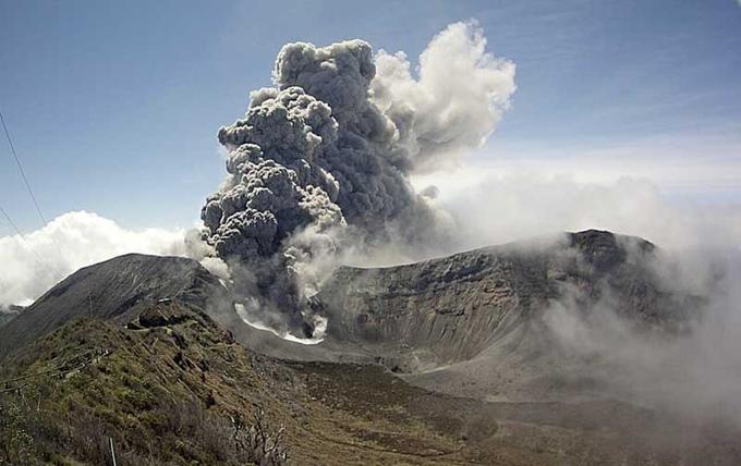 Aumentó actividad sísmica en el volcán Turrialba de Costa Rica