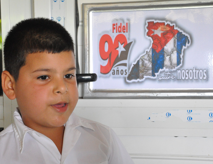 El cumpleaños 90 de Fidel, inspira a estudiantes y maestros de las montañas de Guisa FOTO/Rafael Martínez Arias