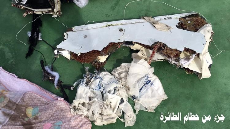 Militares egipcios difunden las primeras imágenes del avión de EgyptAir siniestrado