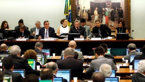 Senado de Brasil debate hoy calendario para juicio político contra Rousseff