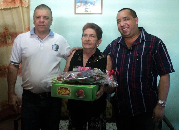 Edemis Tamayo junto a Francisco Escribano y Aresquis Hernández