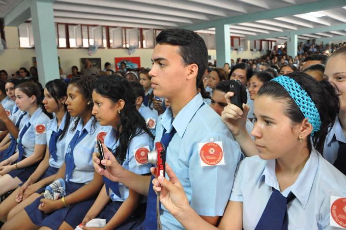 Gradúa cerca de 200 estudiantes instituto preuniversitario de ciencias exactas de Granma