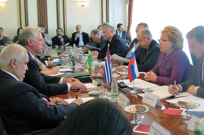 Vicepresidente cubano examina relaciones con Rusia