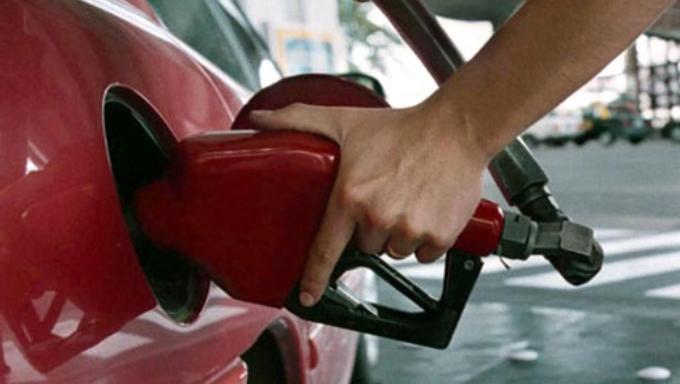 Combustibles en Argentina suben de precio por cuarta vez este año