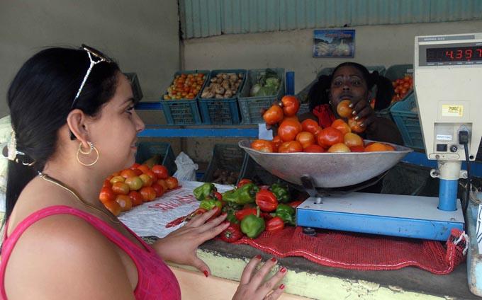 SANTIAGO DE CUBA-MANTIENE LOS NUEVOS PRECIOS EL MERCADO AGROPECUARIO LAGUNA BLANCA