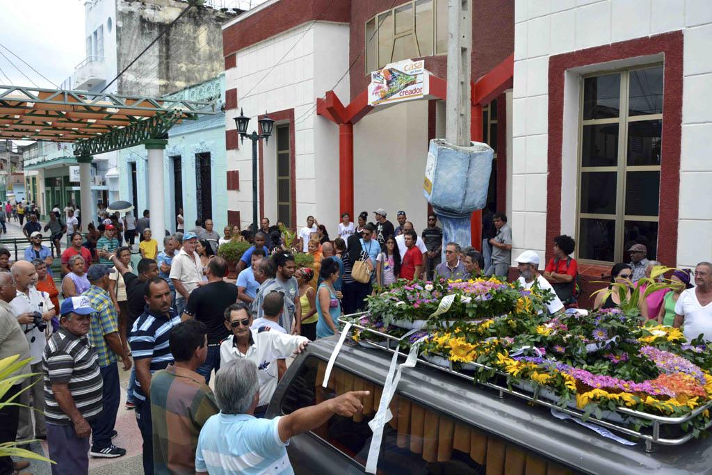 Sepultan restos del intelectual Bladimir Zamora en Bayamo