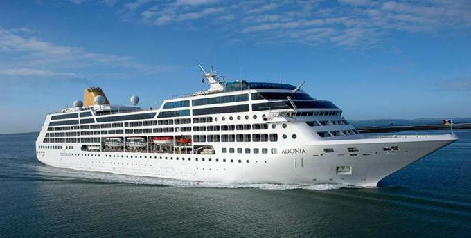 Cruceristas de buque Adonia conocen la cultura santiaguera