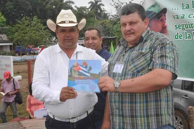 Reconocen a colectivos y cooperativistas vanguardias nacionales en Granma