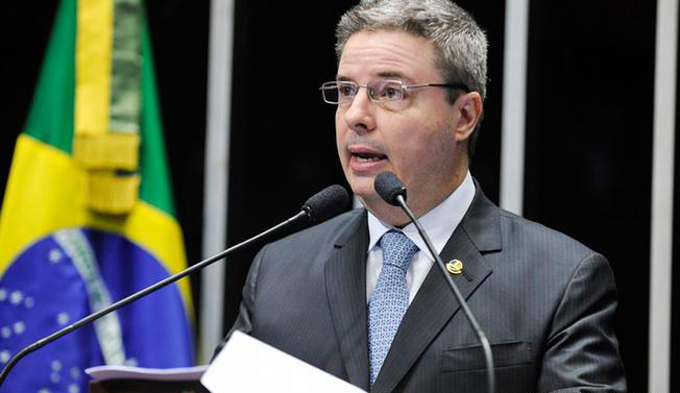 Relator de impeachment contra Dilma expone parecer ante senadores