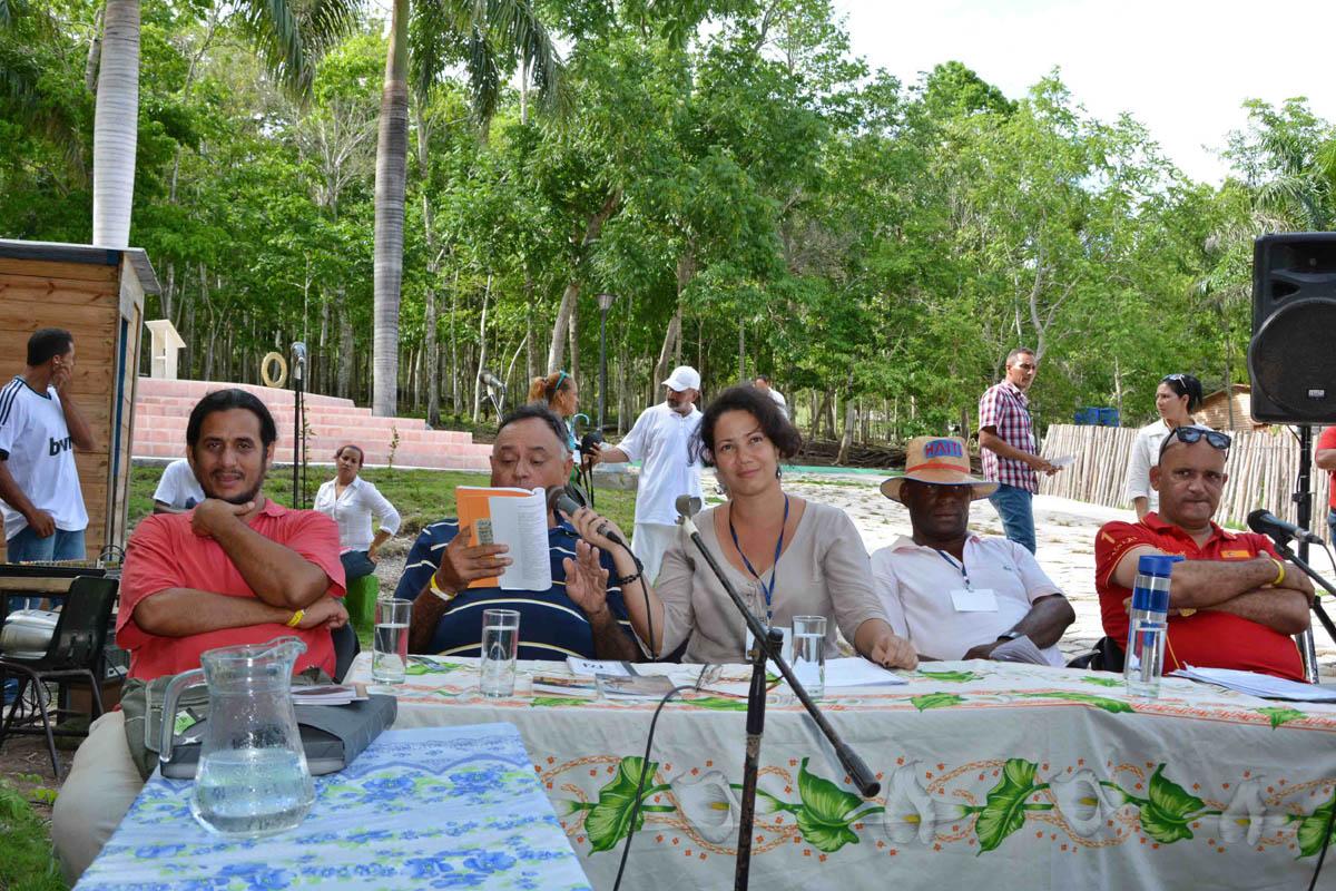 CUBA-GRANMA RECITAL DE VERSOS EN LA SIERRA MAESTRA