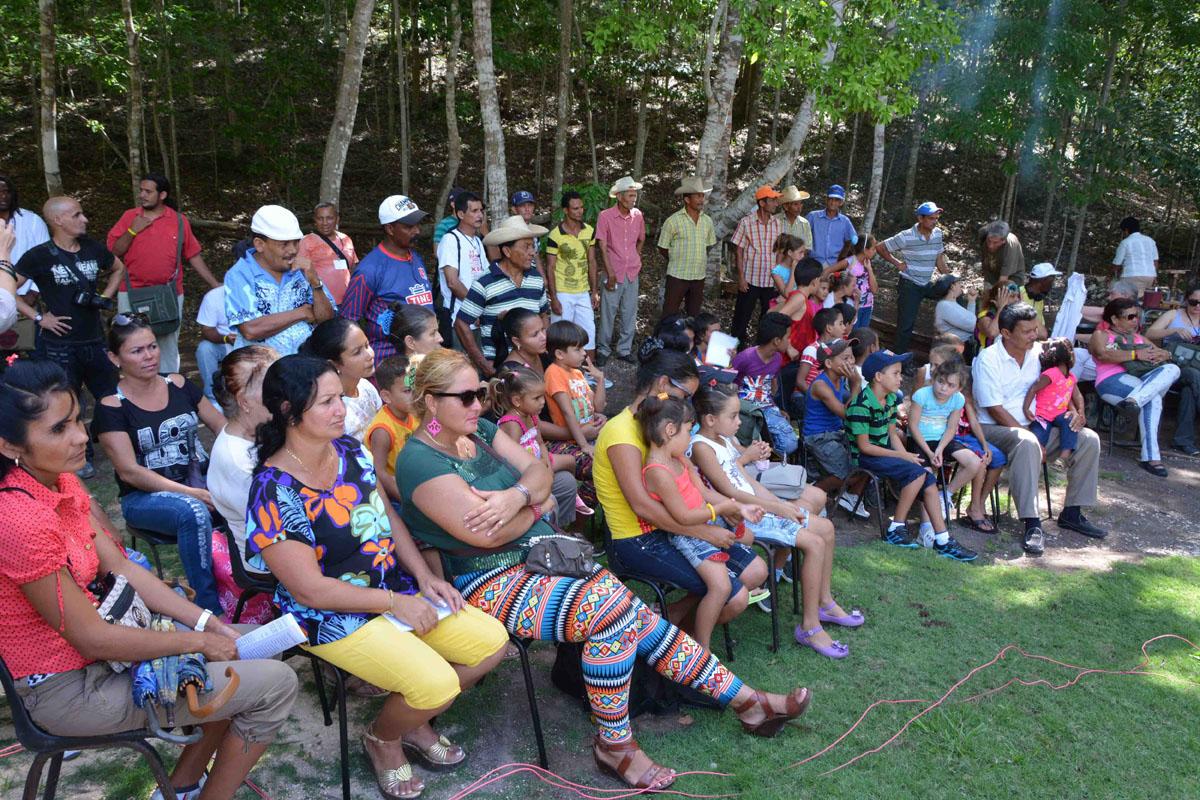 CUBA-GRANMA OFRECEN EN COMUNIDAD RURAL DESCARGA DE VERSOS EN EL FESTIVAL INTERNACIONAL AL SUR ESTA LA POESIA