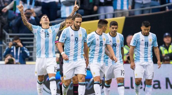 Argentina Temina de lider en el grupo