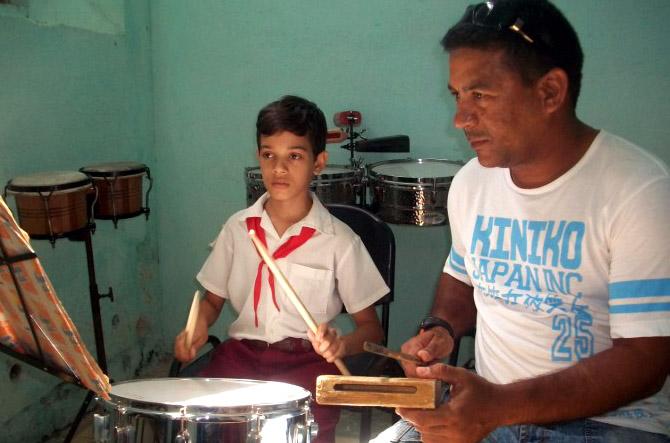 Notas de excelencia, para la Escuela elemental de música, de Manzanillo