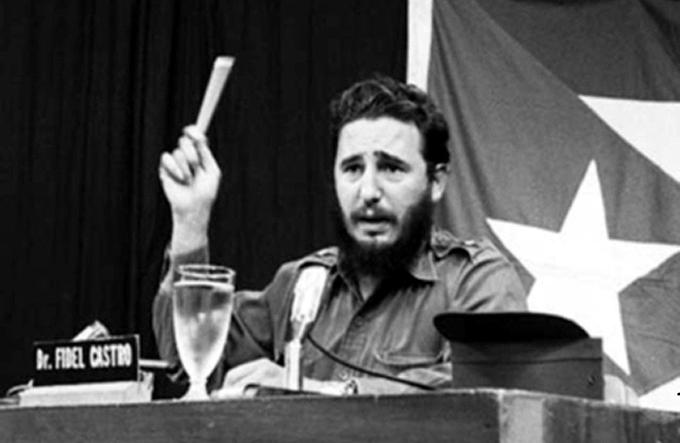Palabras a los intelectuales; cimiente de una Revolución cultural
