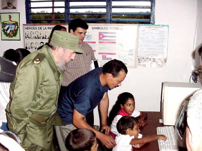 Reconocen obra de Fidel Castro en desarrollo de educación especial