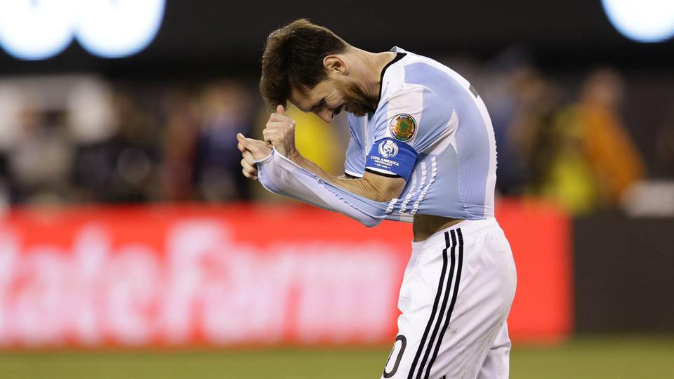 Messi falla un penal