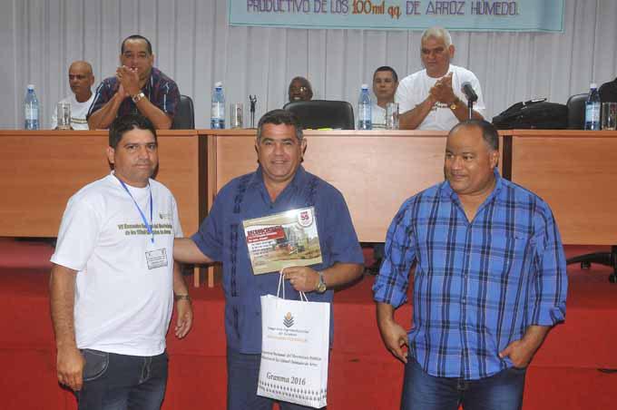 Premian mejores cooperativas arroceras en Cuba