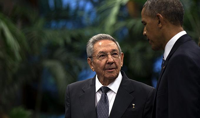 """""""Hago llegar las más sentidas condolencias"""", mensaje de Raúl a Obama"""