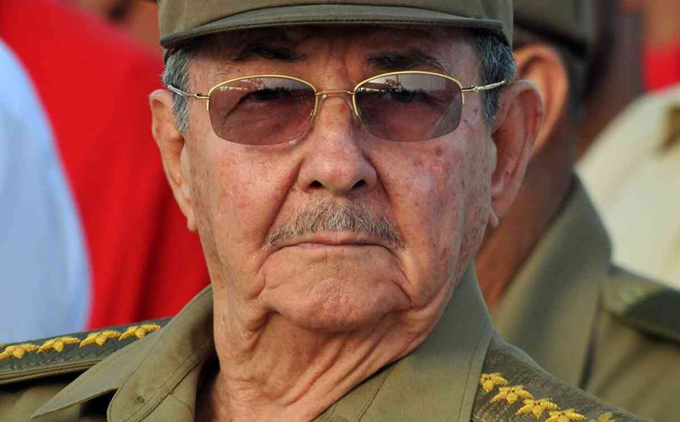 Felicita Raúl Castro a combatientes del Ejército Occidental de Cuba