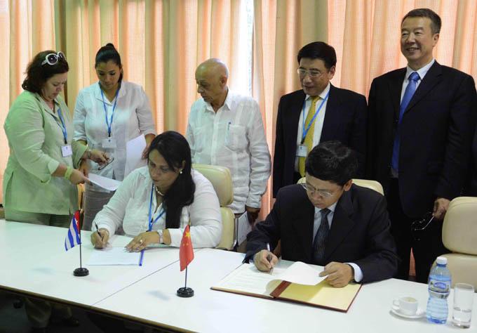 LA HABANA-FIRMAN ACUERDOS MINISTERIOS DE INDUSTRIAS DE CUBA Y CHINA