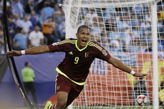Venezuela hace historia en Copa América, Uruguay tendido