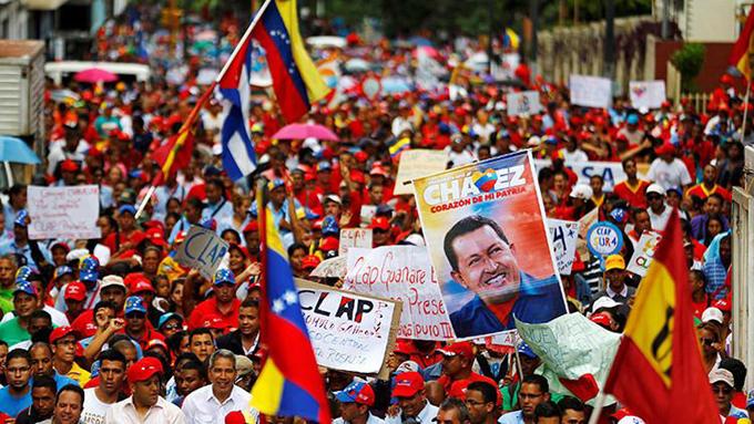 """Interponen demanda por """"fraude"""" en la recolección de firmas para el revocatorio contra Maduro"""