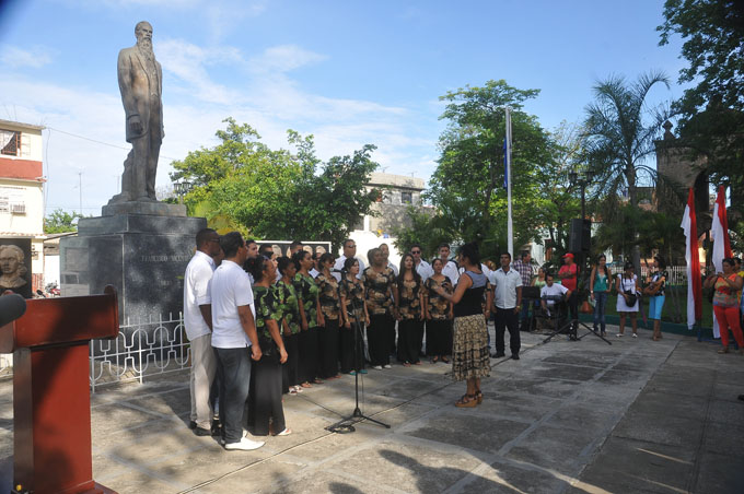 Rinden tributo al patriota Francisco Vicente Aguilera, en Bayamo