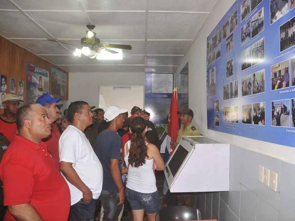 Exposición rinde homenaje en Manzanillo a Policía Nacional Revolucionaria