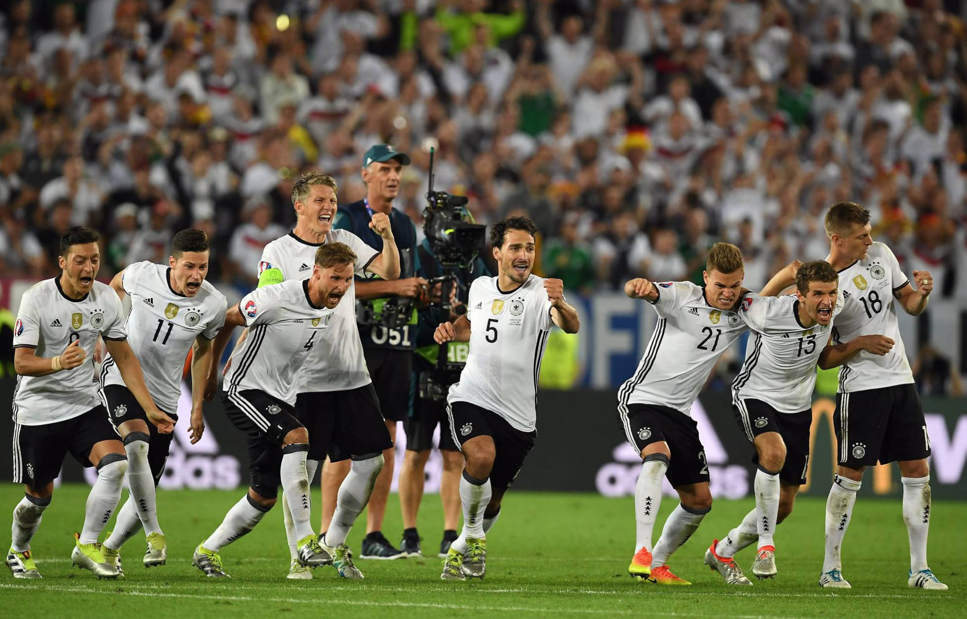 Alemania avanza a semifinales de la Eurocopa de fútbol