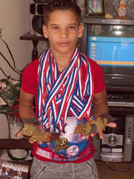 Alexánder se cuelga las 15 medallas conseguidas en las dos últimas ediciones de los Juegos escolares