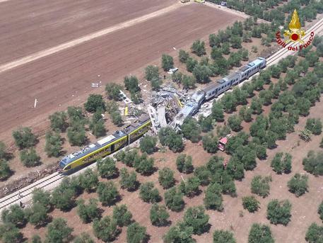 Al menos 20 muertos y decenas de heridos tras el choque frontal entre dos trenes en Italia (+ fotos y video)