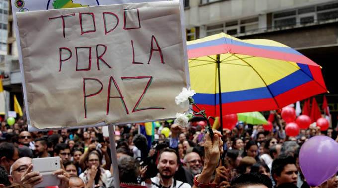 Impulsan iniciativa para refrendar en Colombia acuerdos de paz