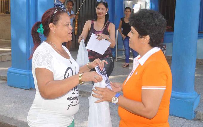 Reconocen trabajadores de la empresa Correos de Cuba en Granma