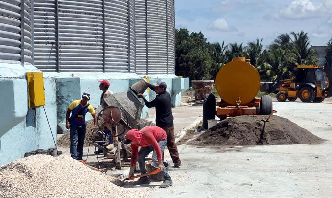 Destaca Empresa de Desmonte y Construcción en Granma
