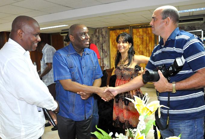 Visita a Granma Embajador de Sudáfrica en Cuba