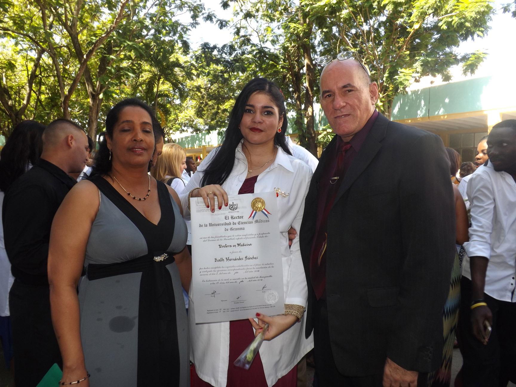 Dedican a Fidel graduación de las Ciencias Médicas de Granma