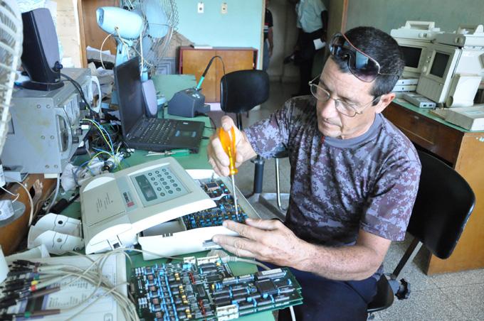 Electromedicina en Granma ahorra miles de pesos por concepto de innovaciones