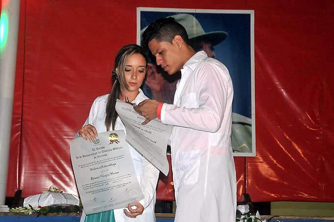 Egresan nuevos profesionales de la Salud en Bayamo