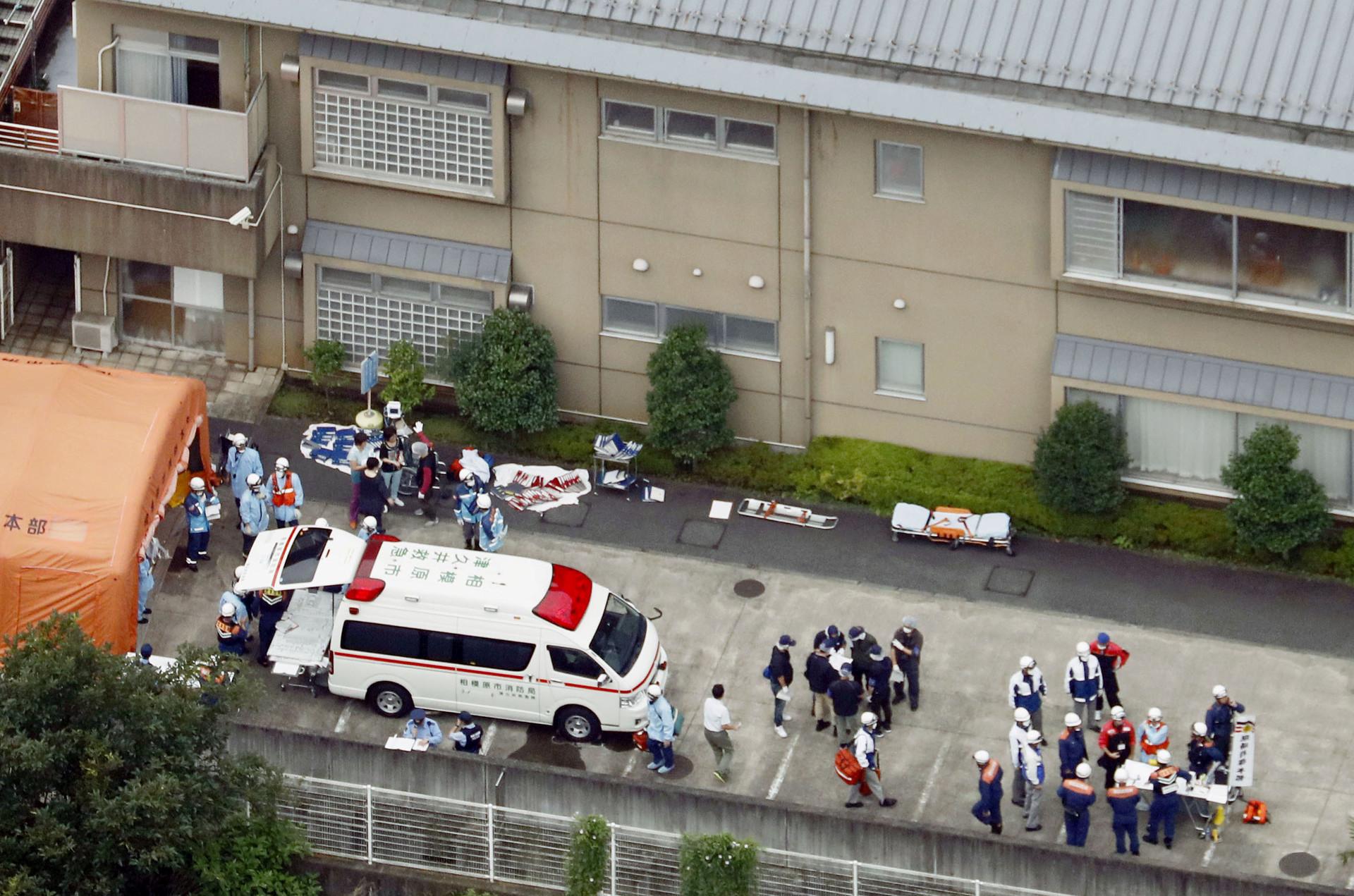 Al menos 19 muertos y 45 heridos en un ataque con cuchillo en Japón
