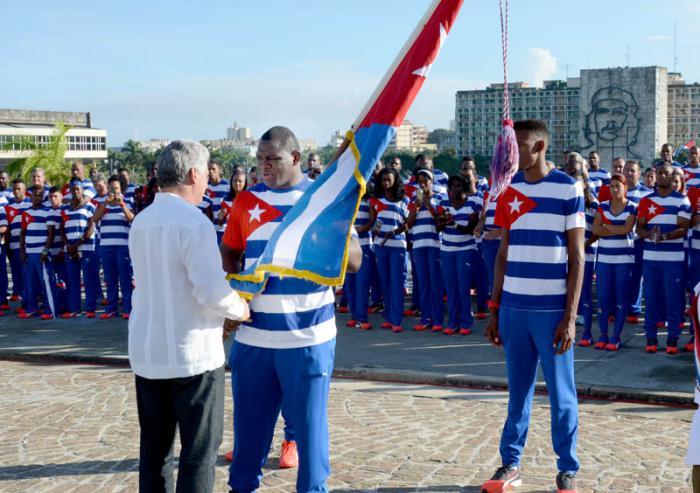 Primer vicepresidente de Cuba abandera delegación olímpica a Río 2016