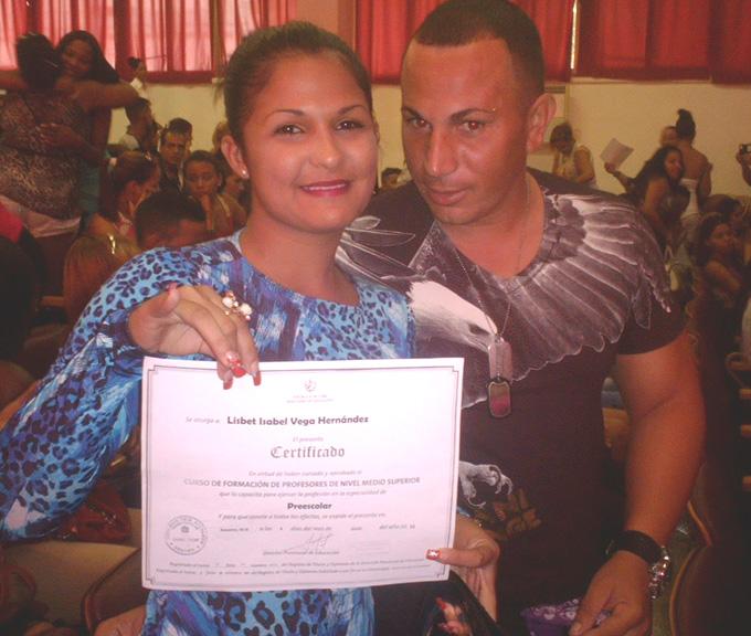 Gradúan en Manzanillo licenciados en Educación y del curso de Nivel Medio