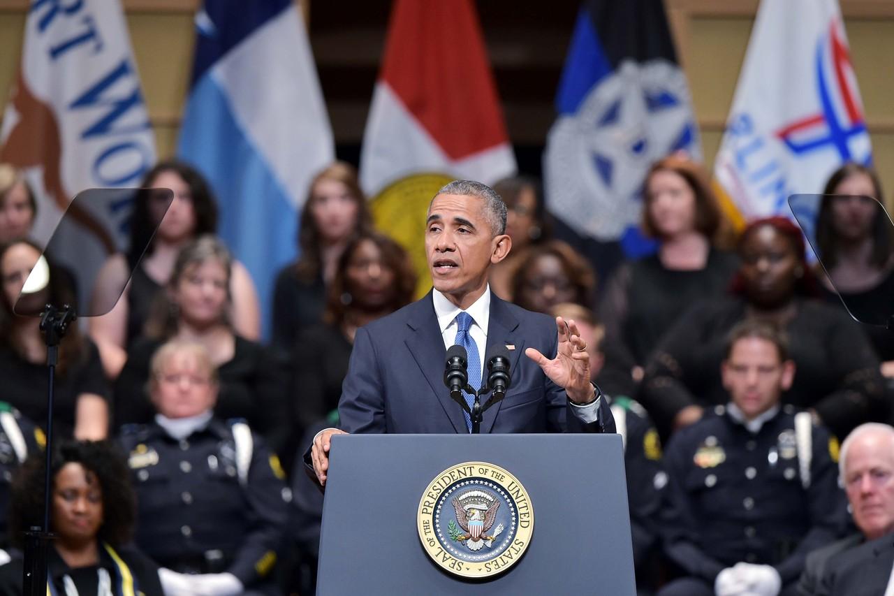 """Obama pide """"tener un corazón abierto"""" para abordar racismo y violencia en EEUU"""
