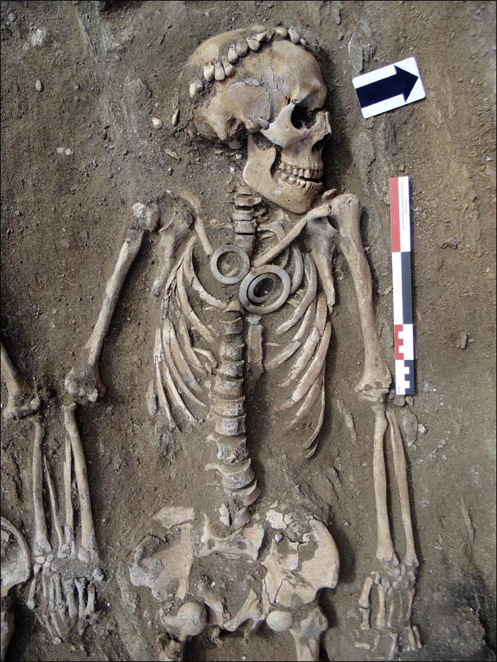 Descubren una pareja agarrada de la mano durante cinco mil años (+ fotos)
