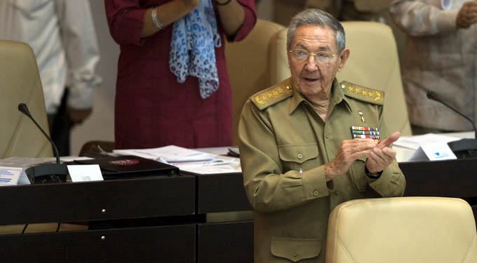Asiste Raúl a sesión ordinaria del Parlamento cubano