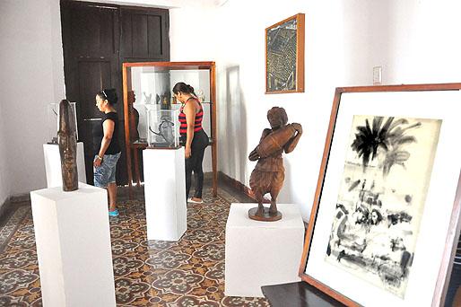 Exhiben obras de arte obsequiadas a Fidel