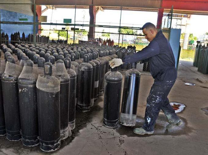 Celebran Día del trabajador químico en Bayamo, Granma