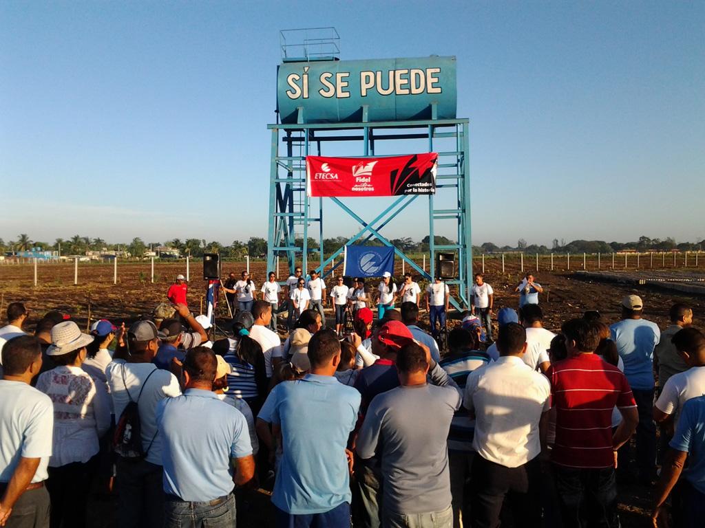 Festejan en el surco, trabajadores de Etecsa y la Agricultura