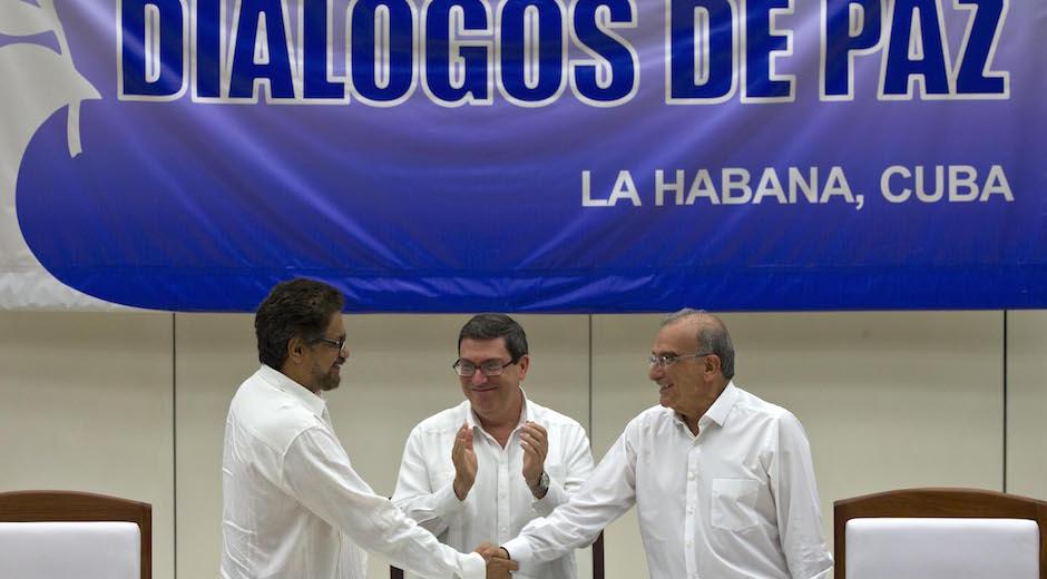 FARC y Gobierno llegan a histórico acuerdo final para paz en Colombia